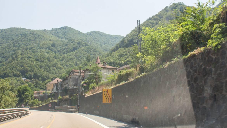 Дорога из Генуи в Милан пролегает по холмистой местности